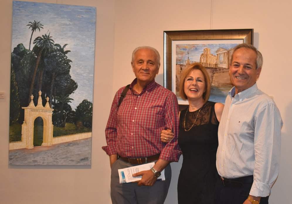 17 El pintor Antonio Aráez García junto al escritor y pintor José Alcaraz Cano y Isabel Mª Moreno