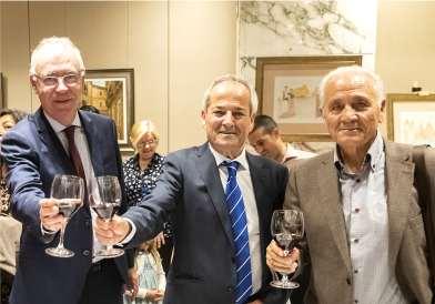 31 Delegado del gobierno Antonio Navarro, pintor Antonio Araez García y el escritor José Alcaráz Cano en la exposicion Siete Coronas