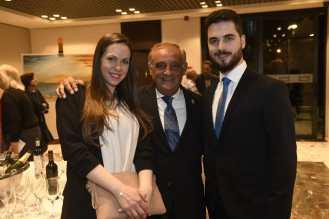 32 Elisabet N. Moreno, Ricardo Martínez y Antonio Aráez Moreno en la inauguración de la exposición del padre de este último